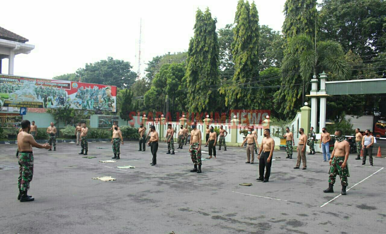 Tingkatkan Imun Tubuh , Puluhan Prajurit TNI Berburu Vitamin D , Di Halaman Makodim 0718 Pati