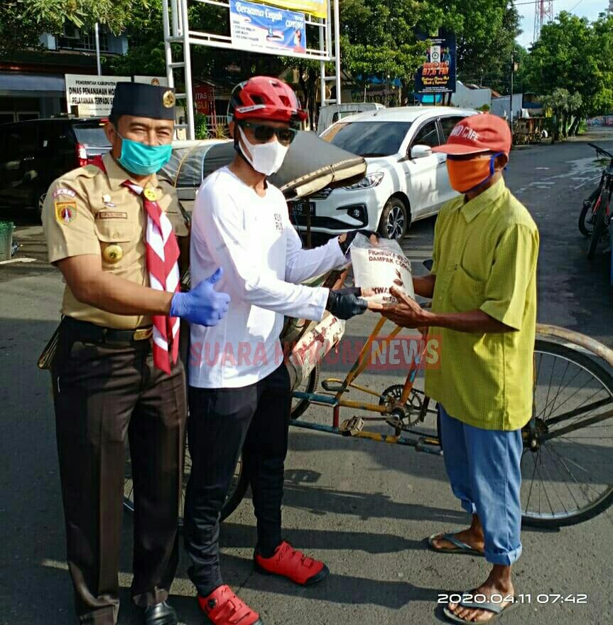 Ditengah Pandemi Covid-19 , Kwarcab Pati Bagikan 1,3 Ton Beras Dan 500 Masker