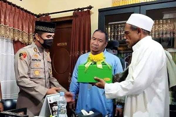 Sempat Bersitegang Dan Nyaris Adu Jotos, H.Umar Assegaf Memaafkan Petugas Satpol PP