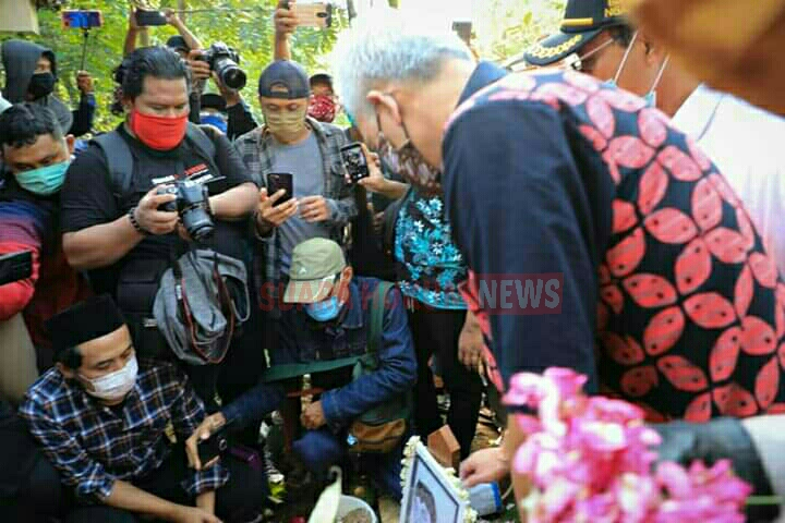Gubernur Jateng Ganjar Pranowo Antar Didi Kempot Ke Tempat Peristirahatan Terakhir