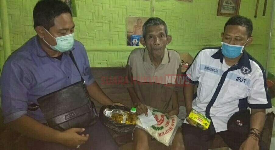 Peduli Sesama, IPJT DPC Pati Berbagi Sembako Pada Warga Penyandang Disabilitas