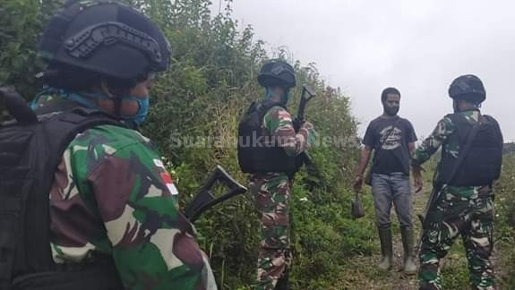 Cegah Barang Ilegal, Pos Okbibab Satgas Yonif Raider 509/Divif 2 Kostrad Adakan Pemeriksaan