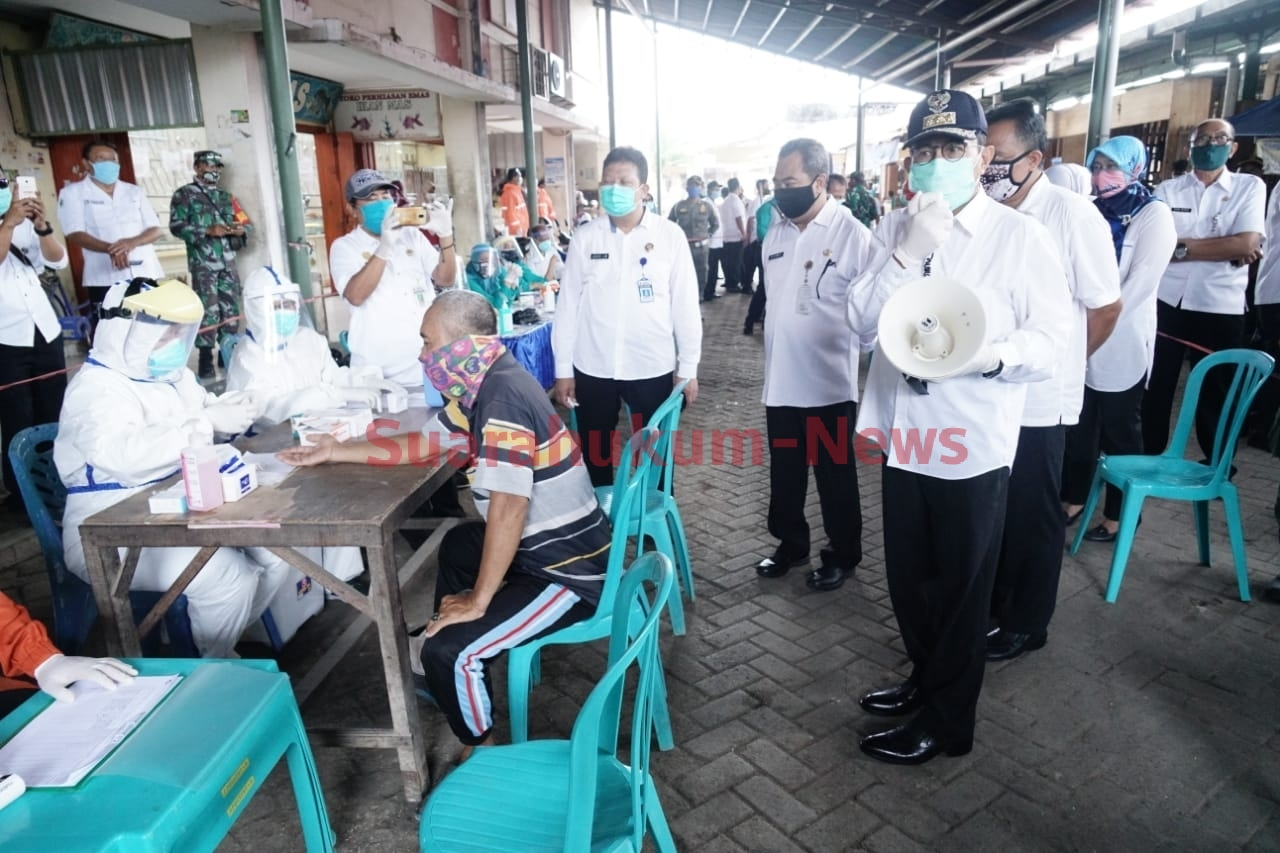 Tinjau Rapid Test Di Pasar Juwana Baru, Bupati Ajak Pedagang Untuk Patuhi Protokol Kesehatan
