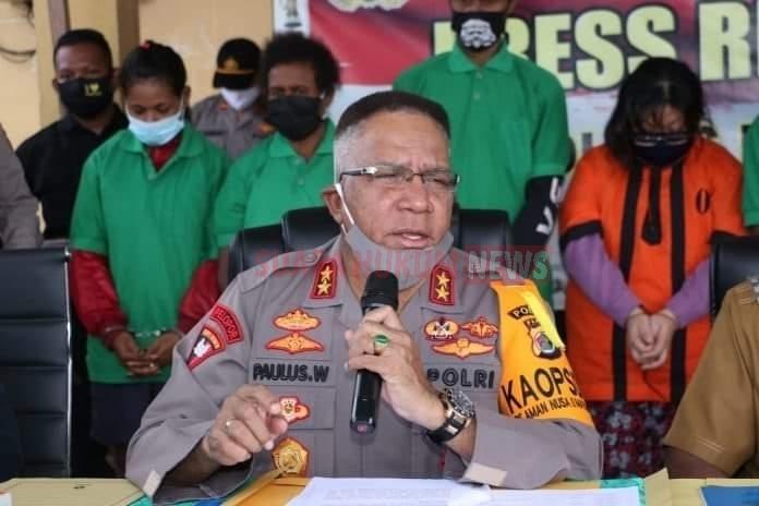Kapolda Papua Pimpin Press Release Penangkapan Pelaku Pembuat Minuman Keras Lokal Jenis Sopi