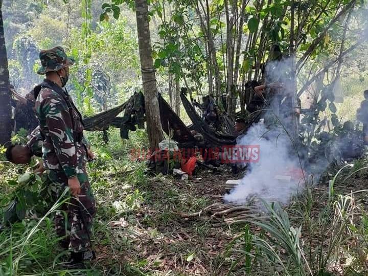 Siswa Dikjurtaif Melaksanakan Giat Survival Untuk Dapat Bertahan Hidup Di Hutan