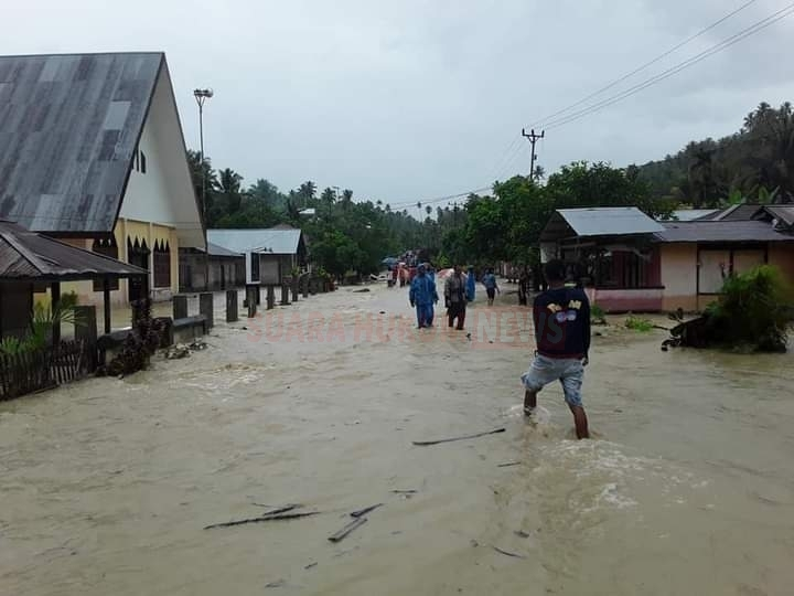 Sinergitas TNI-Polri Dan Pemda Bantu Evakuasi Warga Korban Banjir Di Beberapa Titik Lokasi