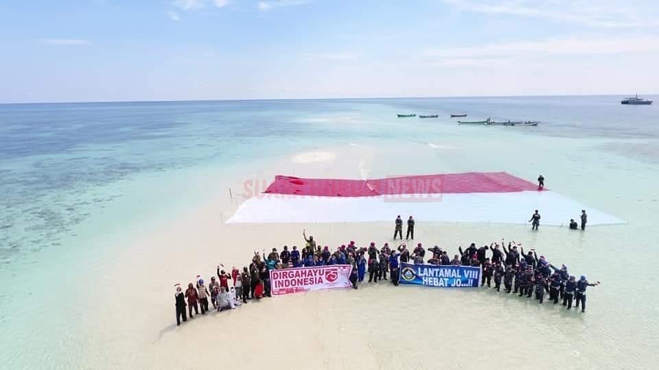 Lantamal VIII Bentangkan Bendera Merah Putih, Hiasi Pasir Timbul Di Pulau Nain