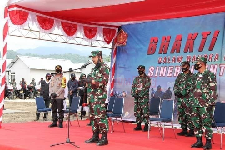 HUT Ke-75 TNI, Pangkogabwilhan II Serahkan Paket Sembako Di Masamba