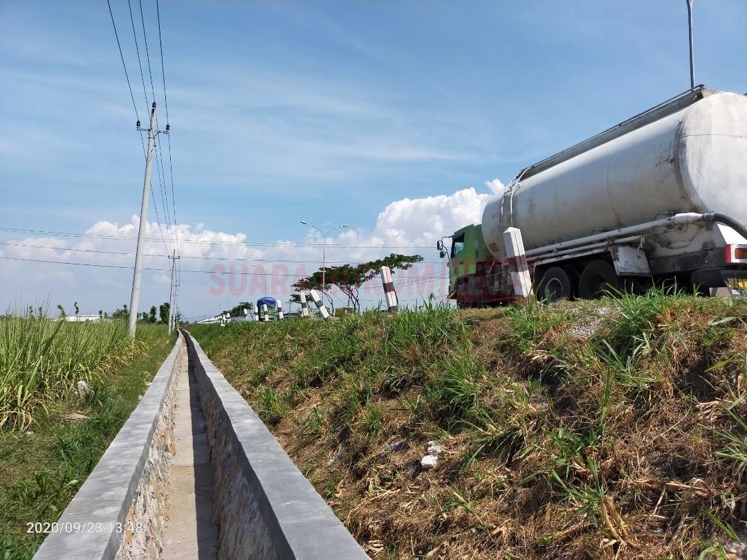 Pengawas Proyek Saluran Air Di JLS Sebut, Anggaran Proyek Tidak Ada Batasan, Aktivis : Benarkah, Bagaimana LPJ Nya ??