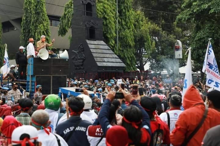 Temui Demonstran, Ganjar Pranowo Sampaikan Dukungan Untuk Kaum Buruh