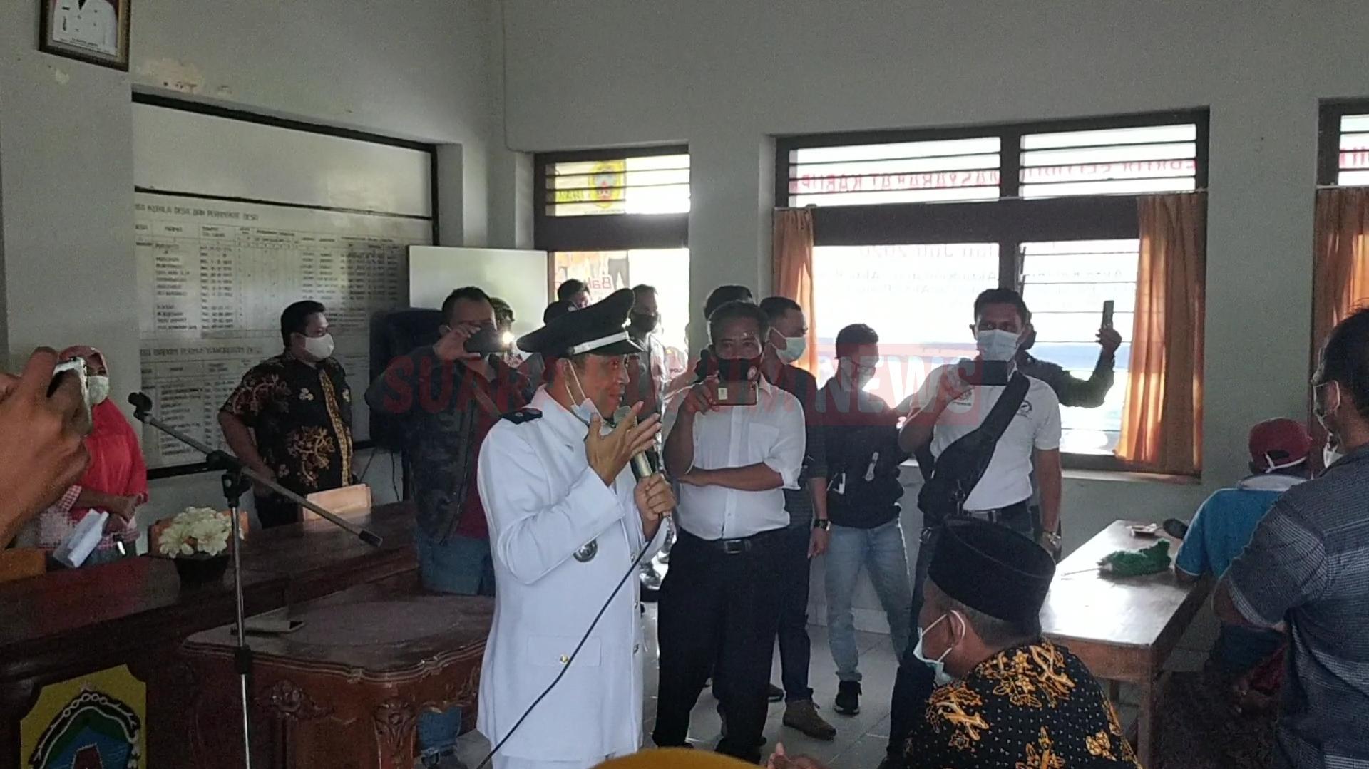 Ricuh, Pelantikan Perangkat Desa Bakalan, Ditunda, Kades : Baru Penyerahan SK Pengangkatan