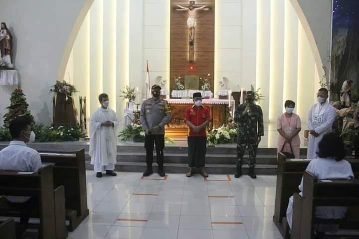 Sinergitas TNI-Polri Dalam Ciptakan Kondusifitas Jelang Ibadah Misa, Malam Natal Tahun 2020