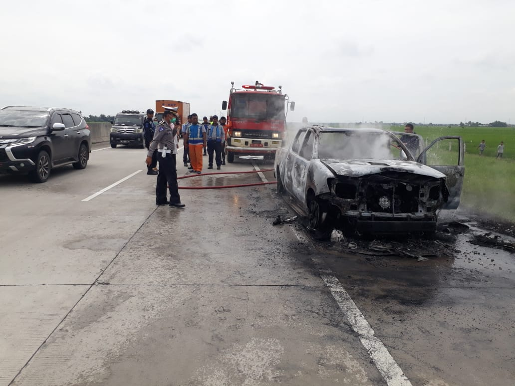 Mobil Sekdis BPPRD Batu Bara Hangus Terbakar di KM 83.200 Jalur B