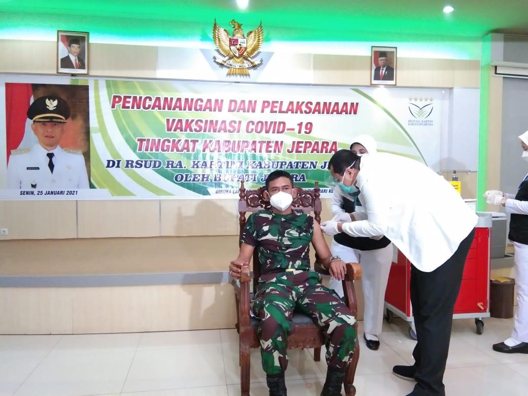 Lettu Inf Dedi Suhendi Menjadi Orang Pertama di Kodim 0719/Jepara,Yang Menerima Vaksin Covid-19