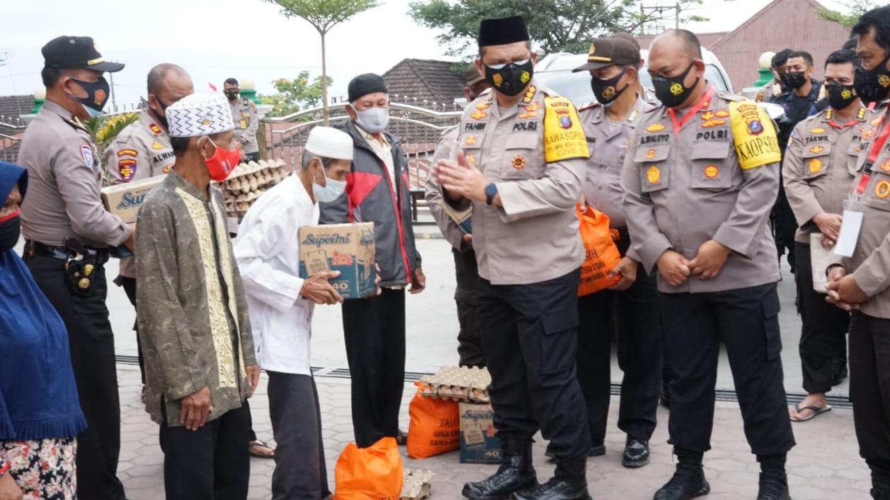 Kapolres Simalungun dampingi Pembagian 250 Paket Sembako dari Kapolda Sumatera Utara