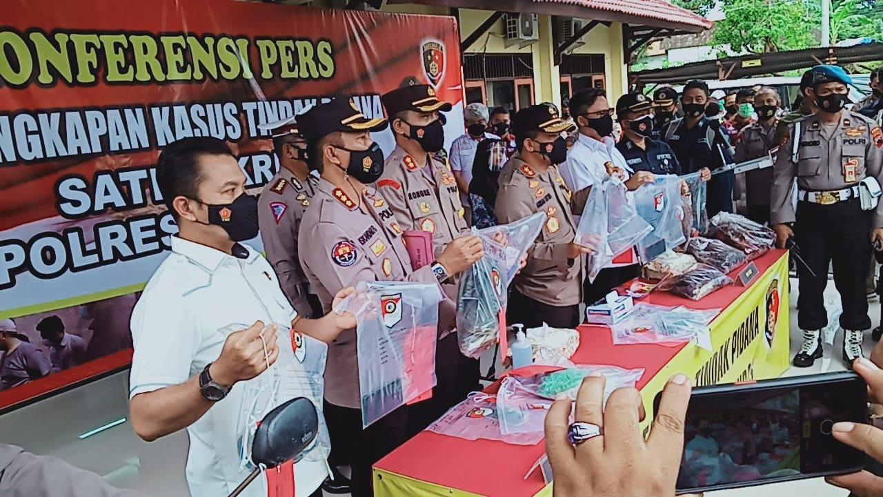 Polisi Berhasil Ungkap Pelaku Pembunuh Sadis Satu Keluarga di Rembang