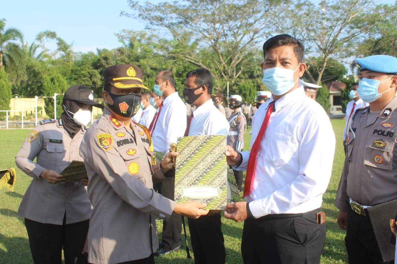 Kapolres Sergai Berikan Piagam Penghargaan 36 Personil dan Desa Kampung Tangguh