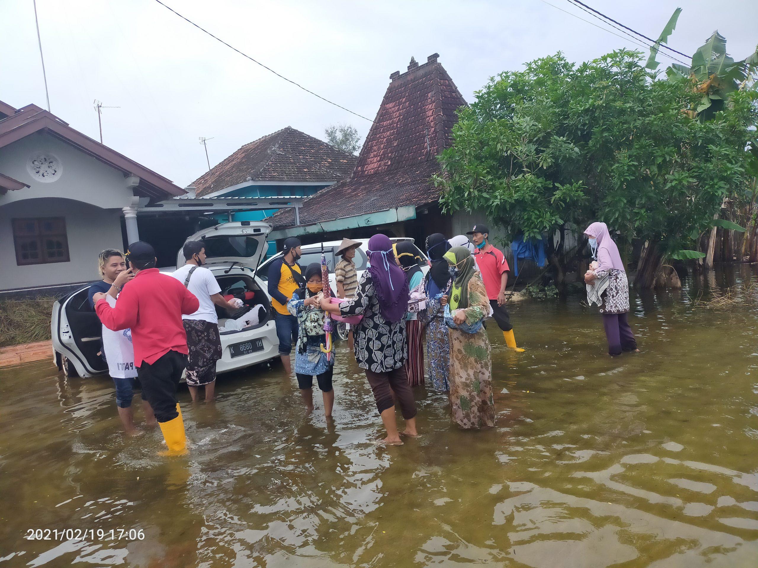 Jumat Berkah, Group PBJ Peduli Bencana, Salurkan Bantuan Kepada Warga Terdampak Banjir