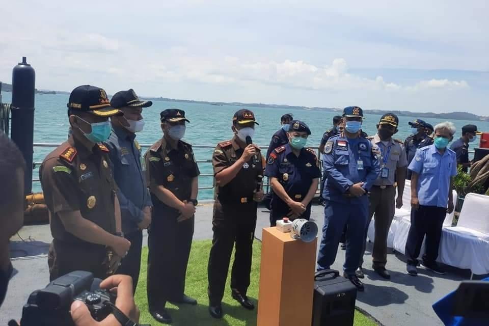 Kejaksaan Negeri Batam Musnahkan Barang Bukti, Berupa Lima Unit Kapal Asing