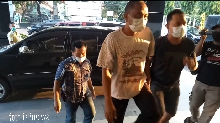 Akhir Pelarian HR KepalaPD BPR BKK Dukuhseti selama 15 Tahun Pupus di Tangan Kejari Pati