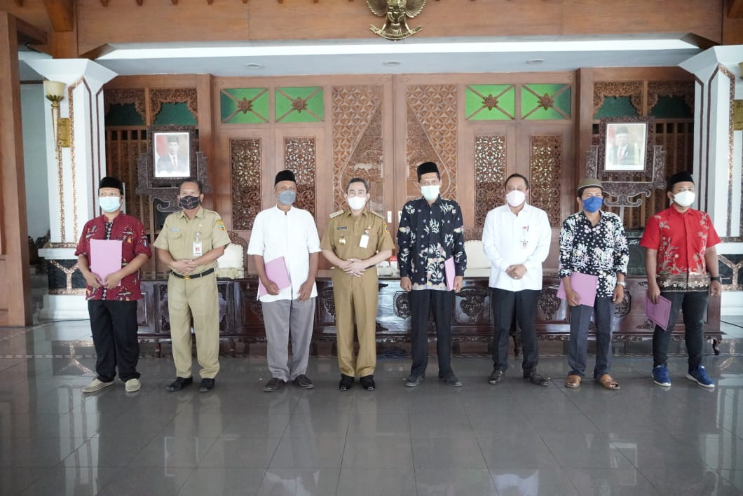 Bupati Haryanto Salurkan Bantuan Keuangan kepada 6.996 Lembaga Keagamaan di Pati