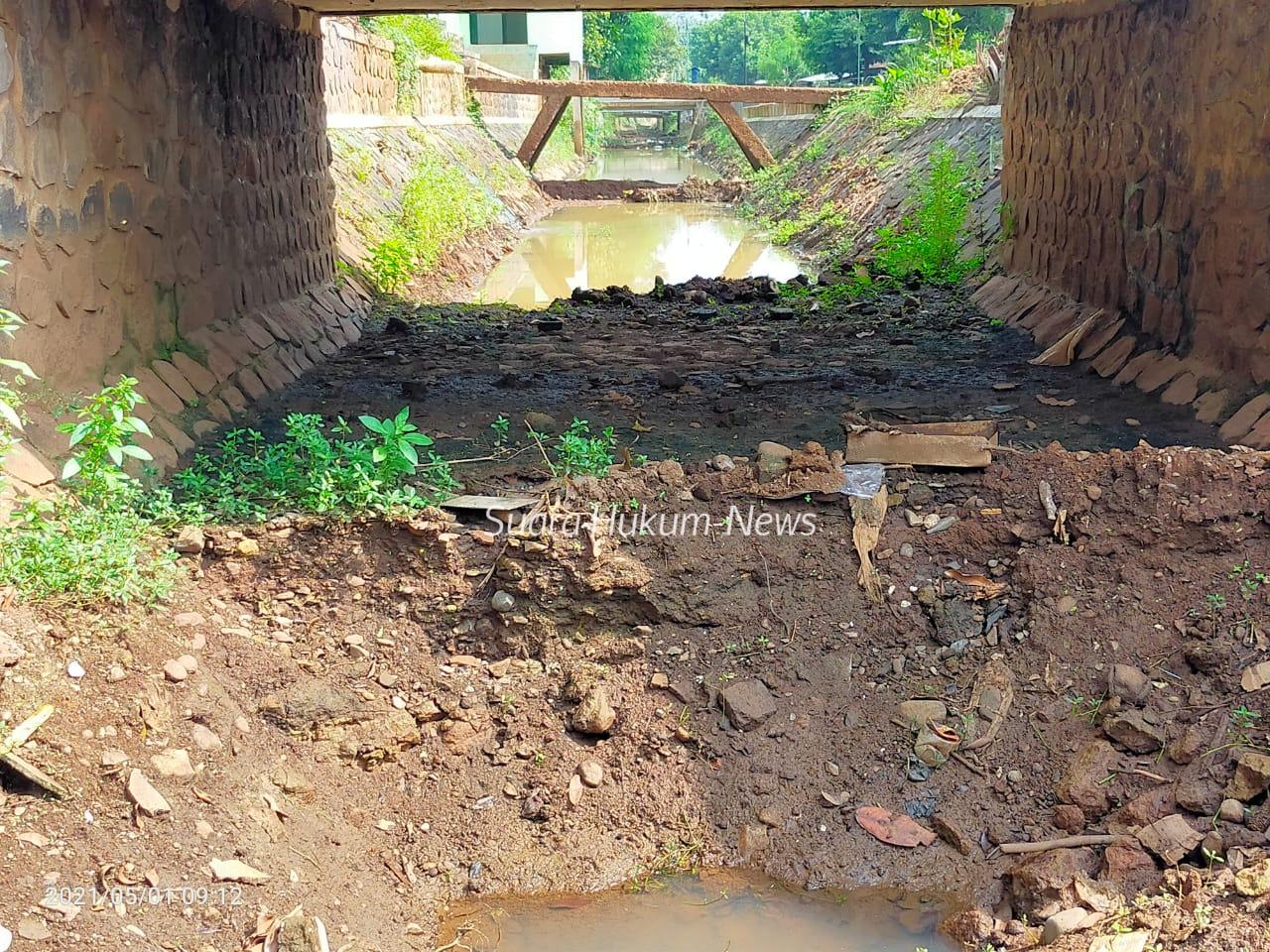 Normalisasi Saluran Irigasi Waduk Seloromo, Diduga di Kerjakan oleh Penyedia Jasa Kontruksi dengan Asal Jadi