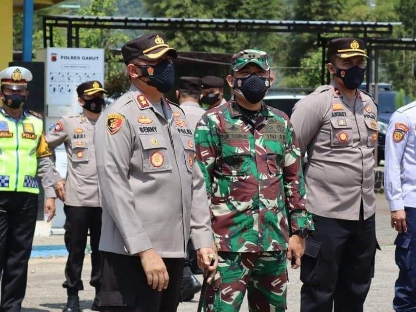 Dandim 0611/ Garut Hadiri Kunjungan Karo Ops Polda Jabar di Cek Poin Limbangan Garut