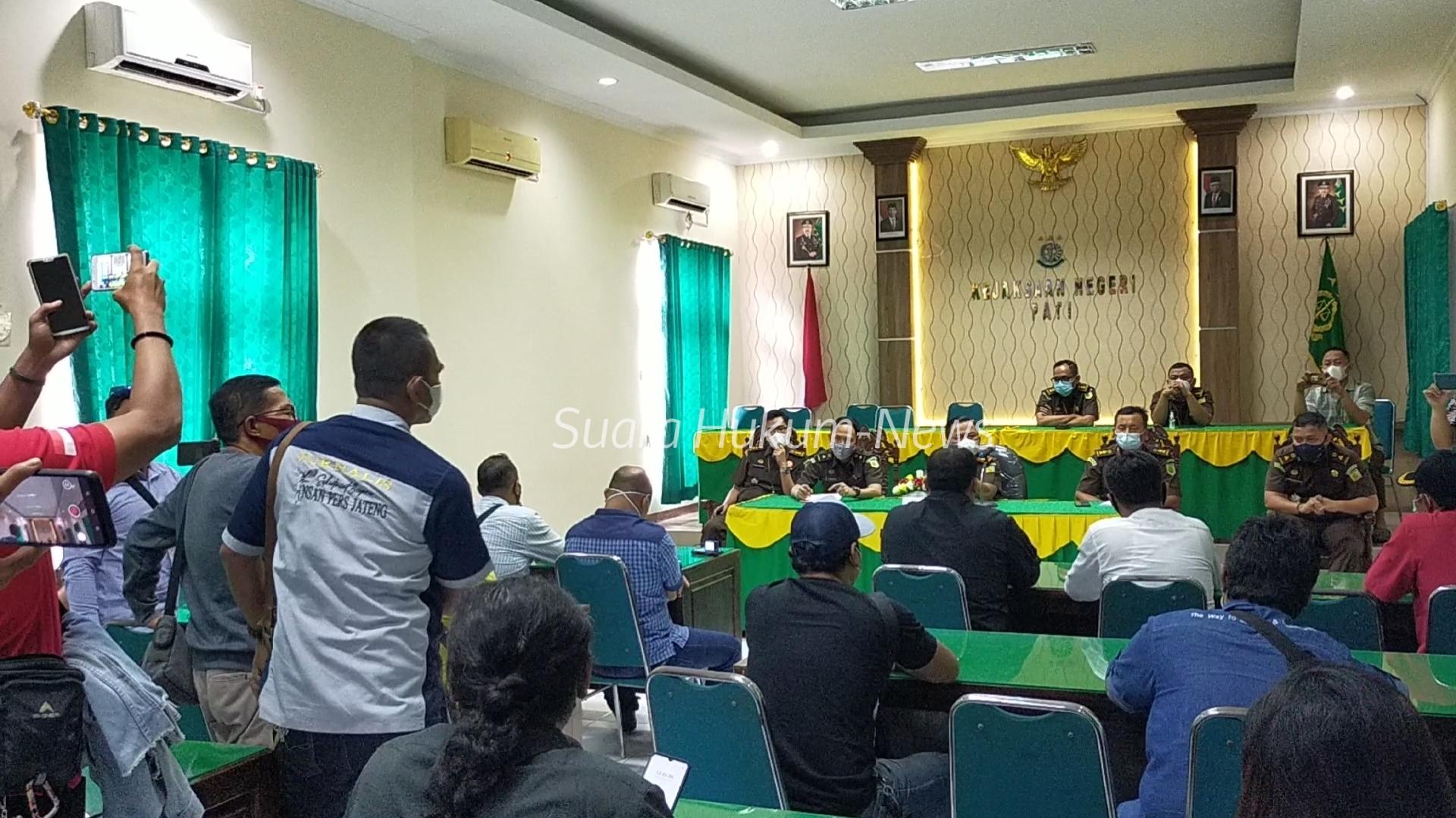 Diduga Rendahkan Profesi Wartawan & Fungsi LSM, Solidaritas Aktivis datangi Kantor Kajari Pati
