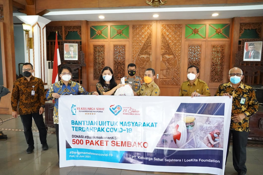 Terima 500 Paket Sembako dari RS KSH, Bupati: Banyak yang Tidak Percaya COVID-19, Namun Ruang Isolasi di RS Penuh