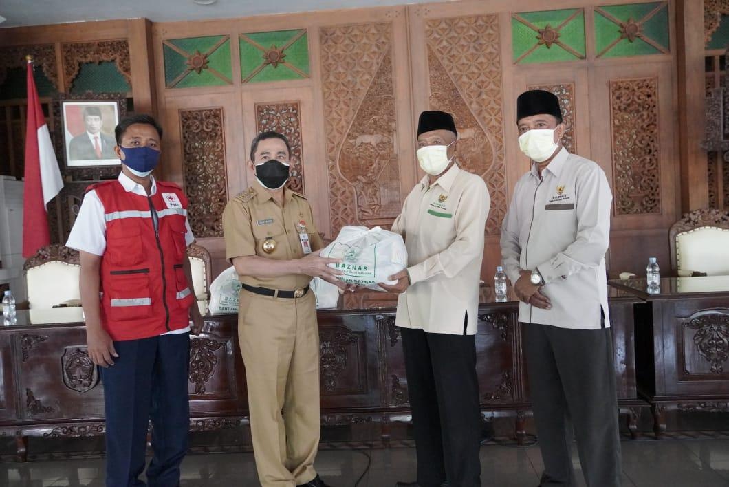 Baznas Kabupaten Pati berikan 400 Paket Sembako kepada Warga yang Menjalani Isolasi Mandiri