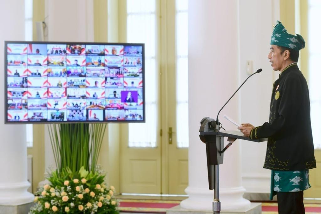 Kenakan Pakaian Adat Tanah Bumbu, Presiden Jokowi Pimpin Upacara Peringatan Hari Lahir Pancasila Tahun 2021