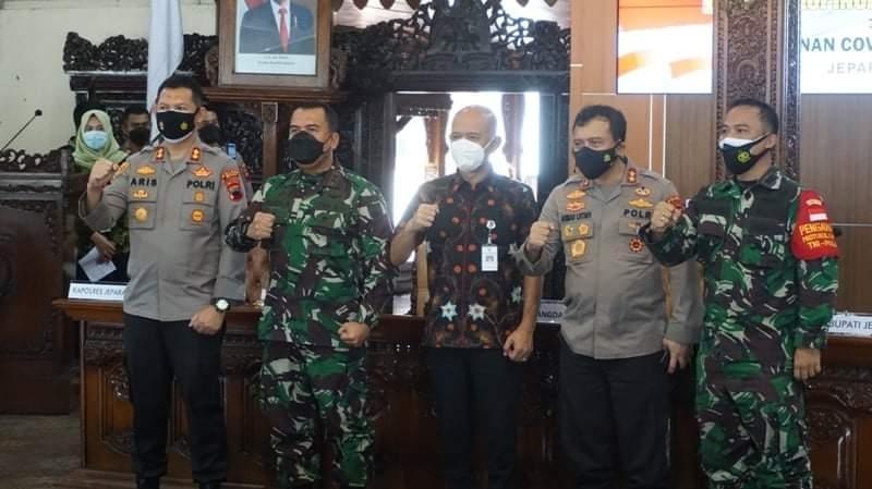 Pangdam IV/Diponegoro & Kapolda Jateng Tinjau Penanganan COVID-19 di Kabupaten Jepara