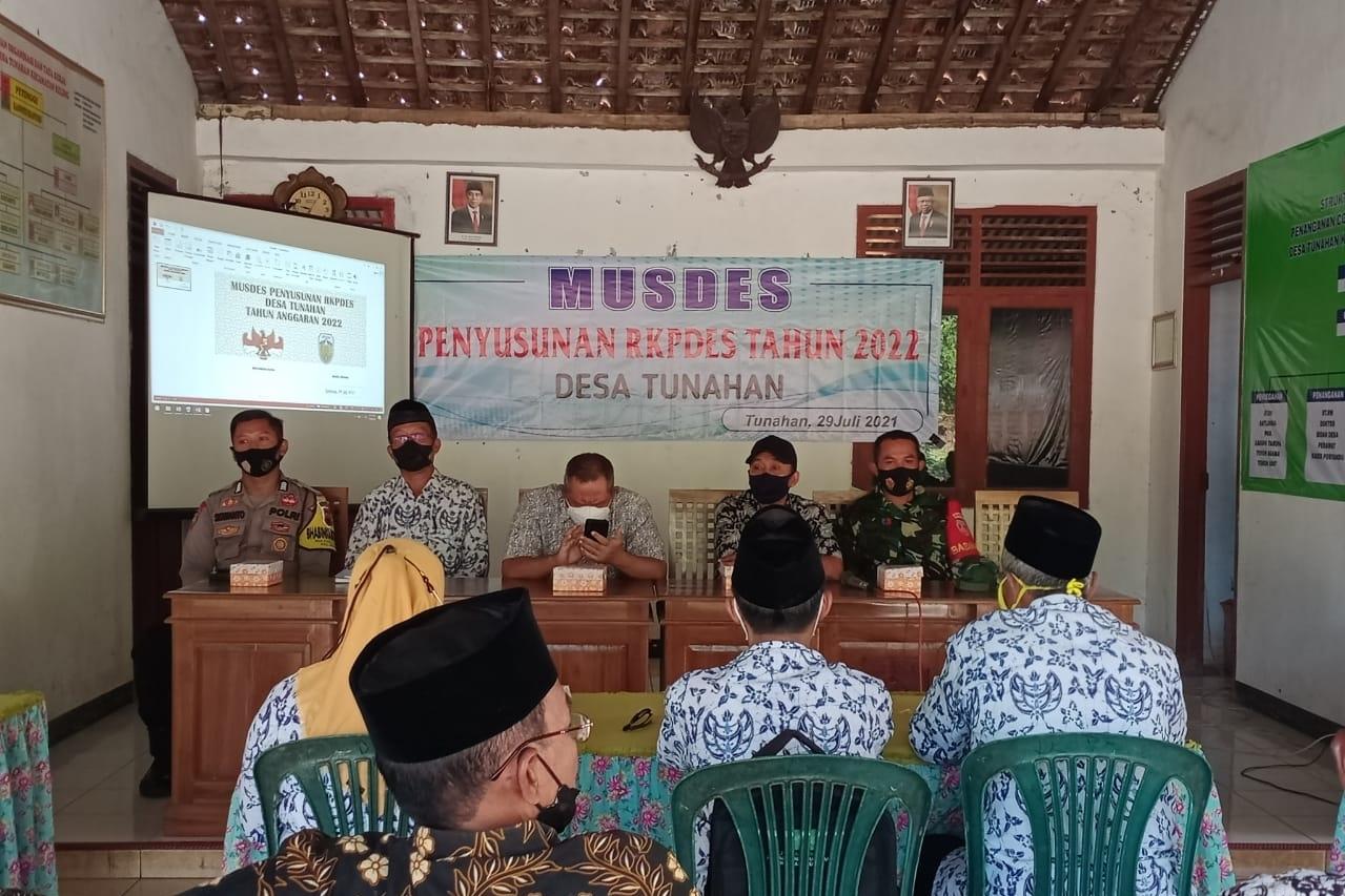 Babinsa Koramil 08/Keling hadiri Musdes Penetapan APBDes TA 2022 di Desa Tunahan